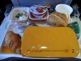 cara-pesan-makanan-di-pesawat